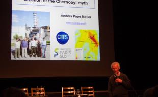 Der dänische Evolutionsbiologe Anders Møller untersucht seit mehr als 20 Jahren in Tschernobyl Strahlenschäden, welche die radioaktive Verseuchung bei Tieren und Pflanzen verursacht.